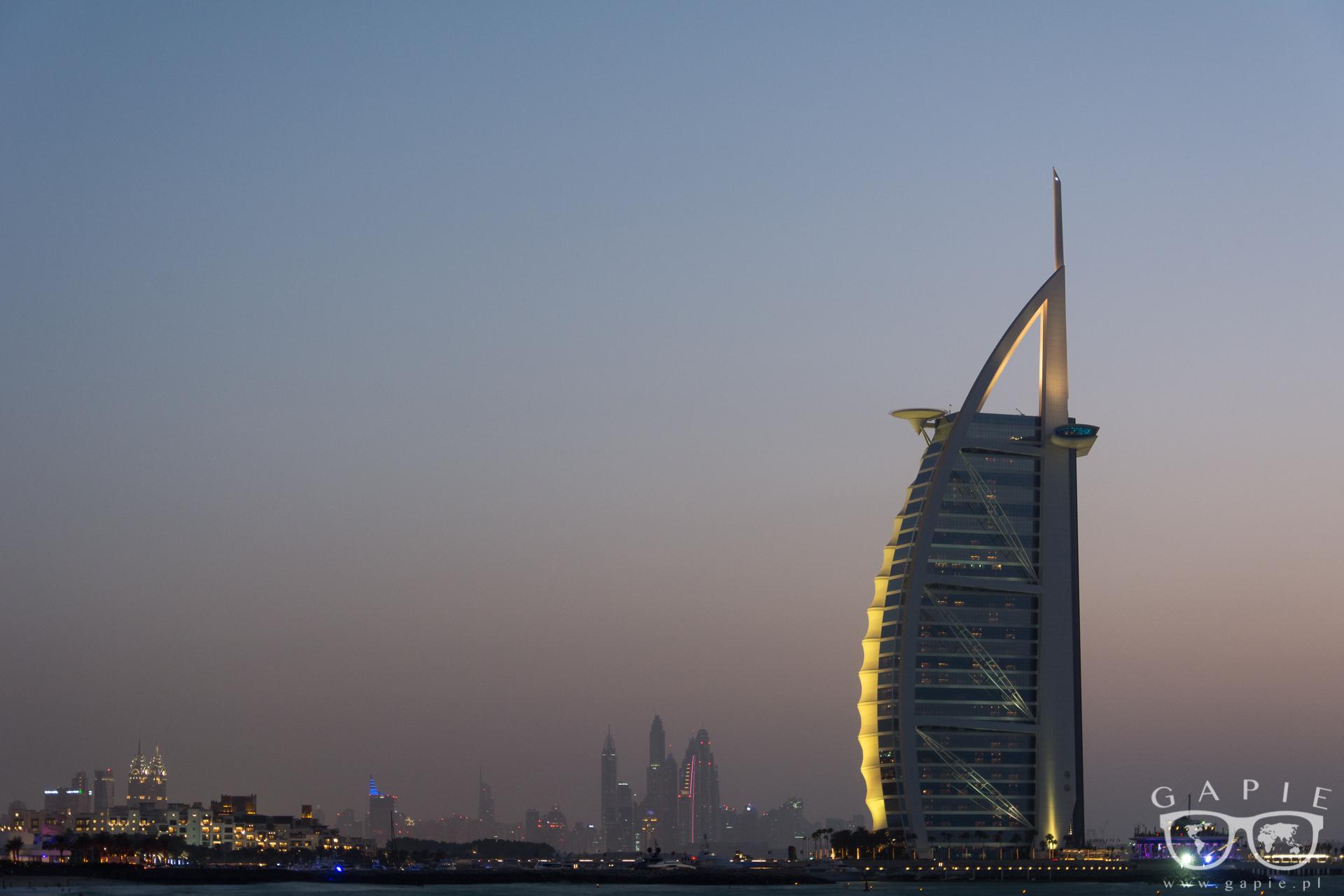 Dubaj, Abu Dhabi
